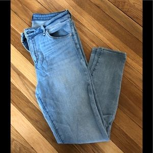 Size 29 Short Light-Wash Abercrombie & Fitch Jeans
